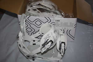 540 Snowboard Bindings women's white bindings 6-10US women M New