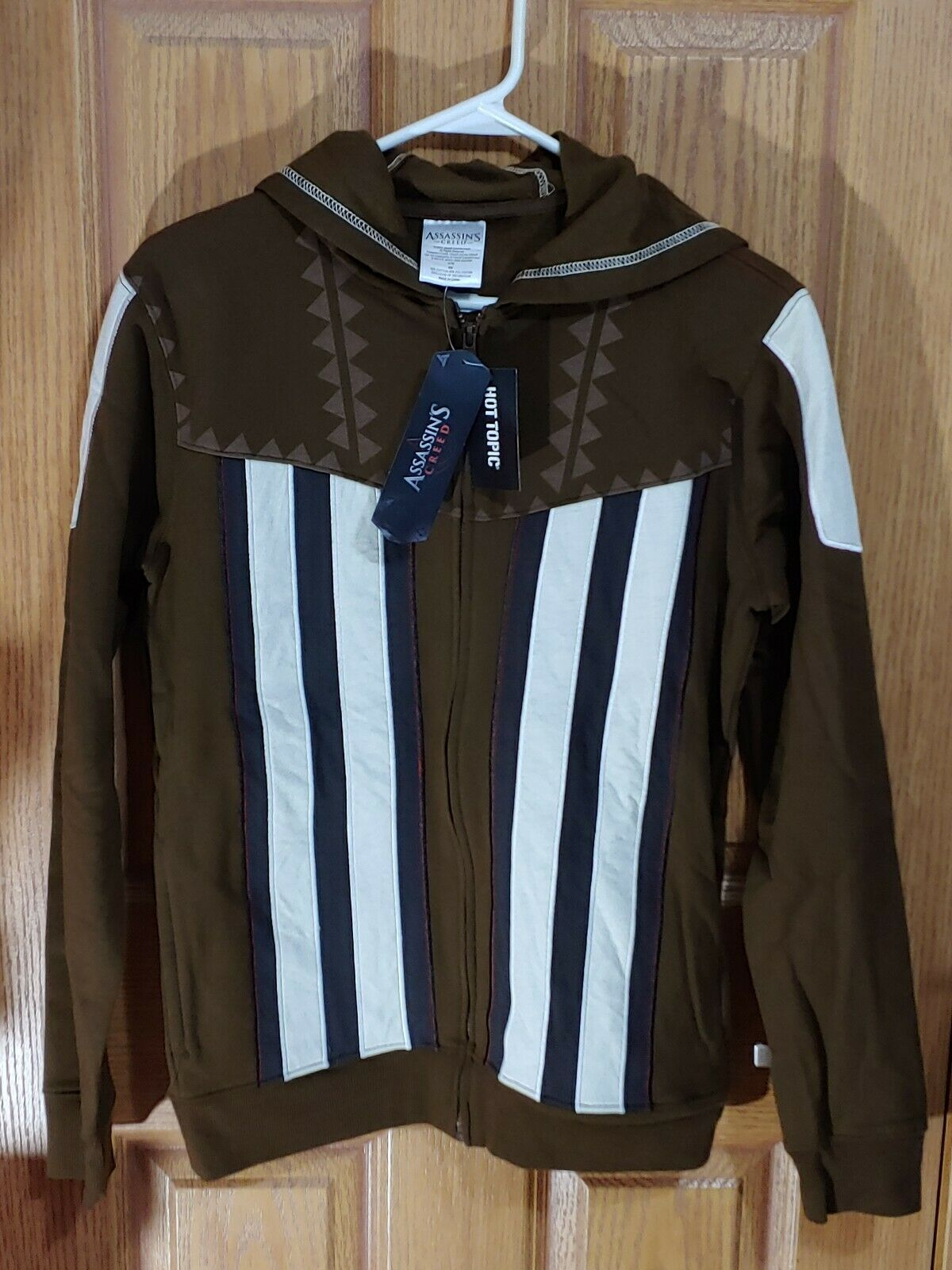 Hot Topic Mens Aguilar Assassins Creed Hoodie Brown and White. Size XS