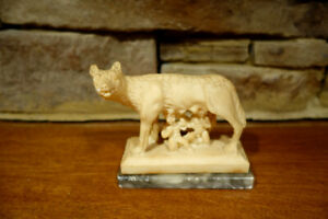 Vintage-Capitoline-Rome-She-Wolf-Statue-With-Romulus-And-Remus-Marble-Base