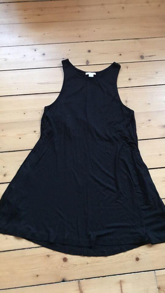 Basic sort kjole fra H&M