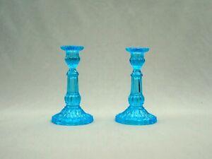 à Condition De Paire De Beaux Petits Flambeaux En Verre Bleu Turquoise, Opaline De Foire