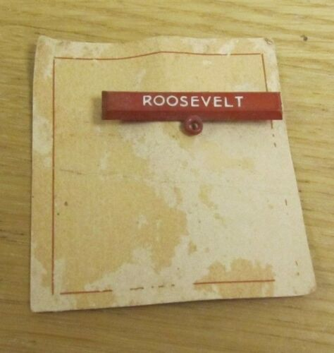 1940 Franklin Roosevelt Brown Plastic Bar Political Pin Pinback Original Paper