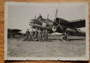 Altes-Foto-deutsches-Kampf-Flugzeug-mit-Staffelwappen-2-WK
