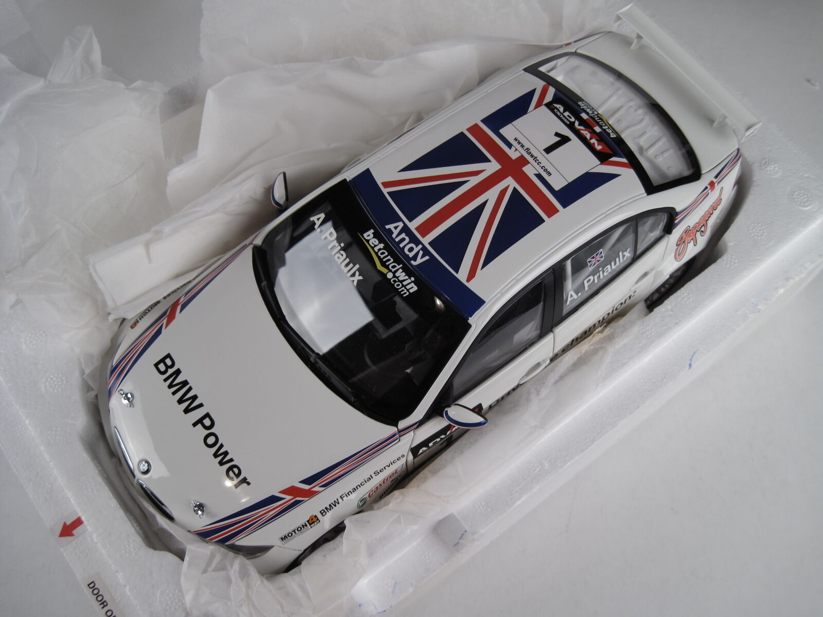 KYOSHO-BMW 320si World Tour Car Championship  WTCC  2006 1:18 - NUOVO