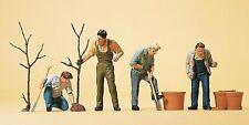 Figuren Preiser H0 (10466): Beim Pflanzen, Gärtner