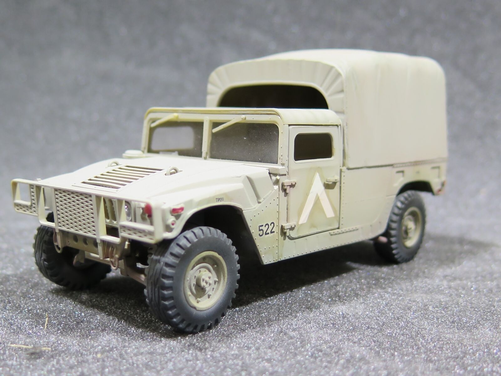 Mi0430 - 1 35 PRO BUILT - Plastic Revell Hummer with Canvas