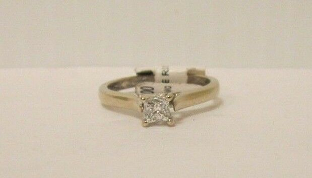 (RI1) Ladies 14K White gold Diamond Ring - sz. 7 - 3.2 g - .30 TCW