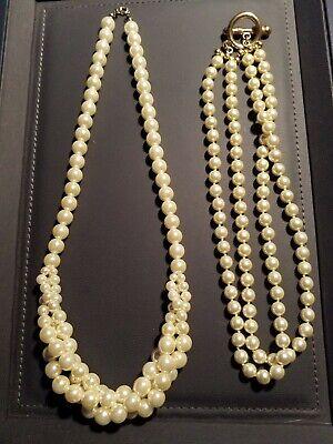 Eine Einreihig Mittig Gedreht . 2 Perlenketten Weiß gebraucht,eine Zweireihig