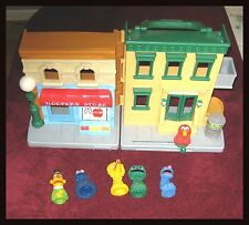 SESAME STREET  FINGER PUPPETS  AND PLAY HOUSE  (Vintage 1970s)