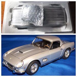 CMC Ferrari 250 GT M-093 1:18 1961 SWB California Spyder W/Silver Top **Rare**.