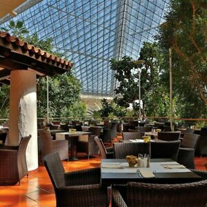 3-Tage-Urlaub-Eventhotel-Pyramide-4-Shopping-SCS-Voesendorf-vor-Wien-Kurzreise