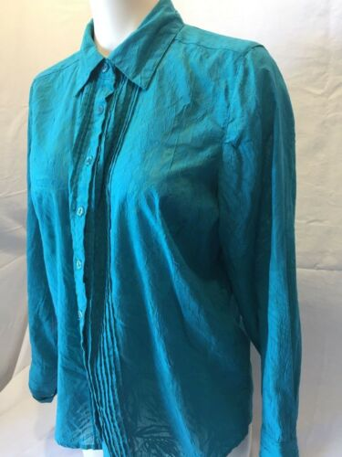 excellent condition size XL denim blue shirt Northern Reflection blouse casual front tab embroidery