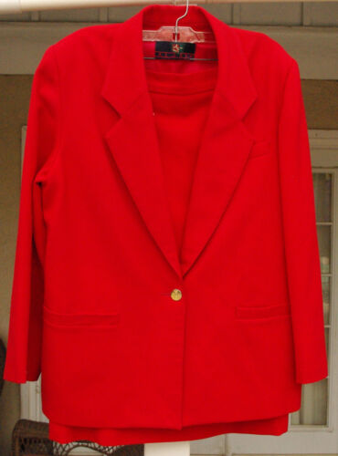 BEAUTIFUL ALJEAN 0F CANADA  RED WOMANS  SUIT JACKE