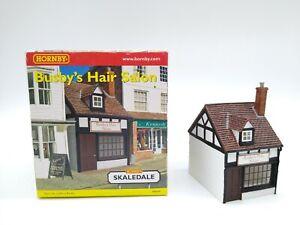 Hornby-R8694-Busby-039-s-Hair-Salon-OO-HO-Mint-amp-Boxed