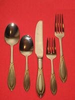 Wallace Silversmiths Fine 18/8 Stainless Ga Vista 5 -piece Place Set In Box.