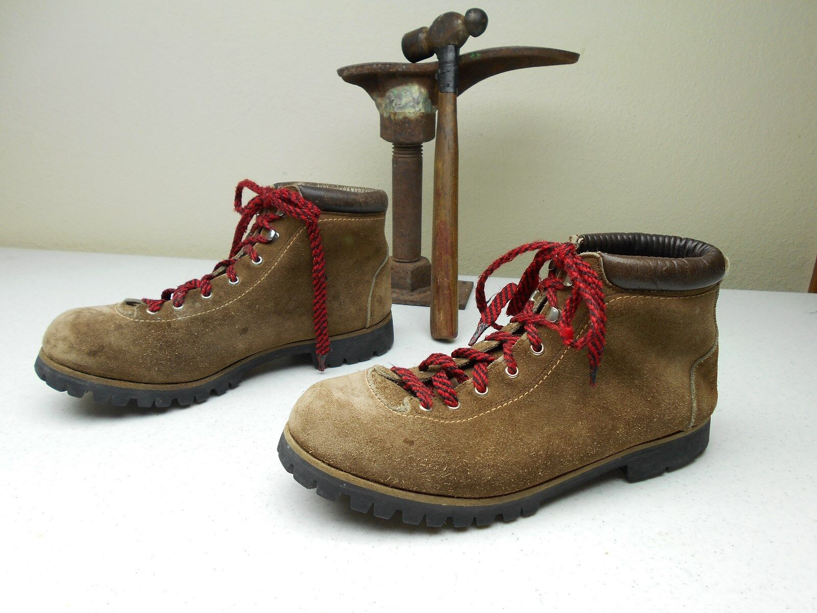 DISTRESSED BROWN VASQUE COUNTRY HIKING TRAIL MOUNTAINEERING BOOTS 9.5 -10 D