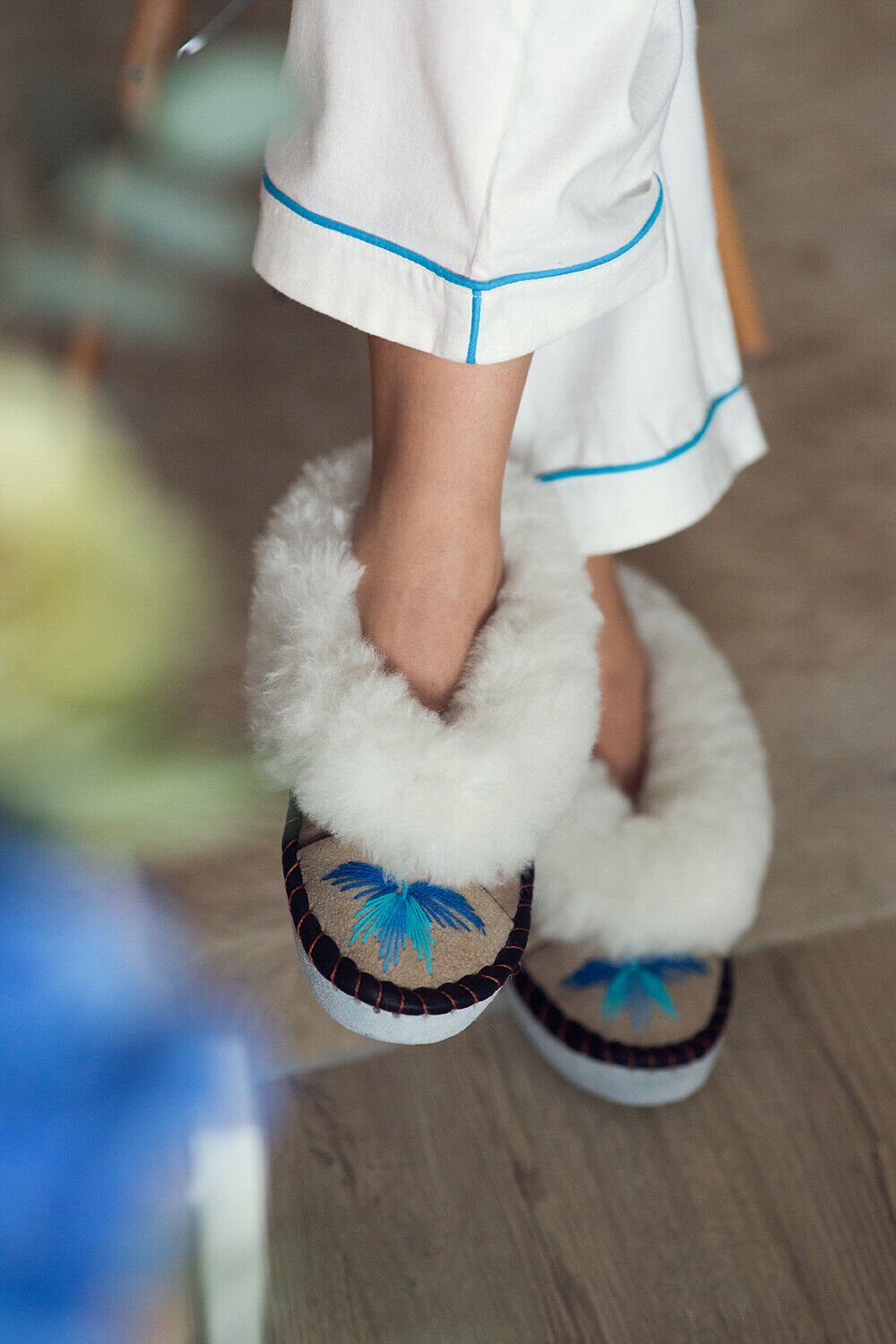 Women sen turquoise sheepskin Sheepers Slippers