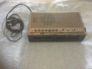TREVI-MOD-H802-ELECTRONIC-CLOCK-RADIO-RADIO-SVEGLIA-CON-DIFETTO-VINTAGE