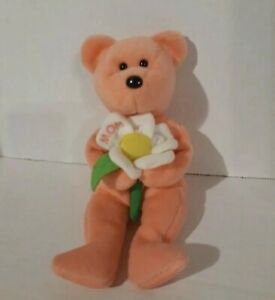 Ty beanie baby Dearly peachy bear holding white flower that says Mom 2004