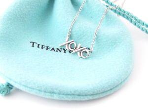 1f8e4578a97f6 Tiffany & Co Silver RARE Picasso XOXO Hugs Kiss Love Necklace | eBay