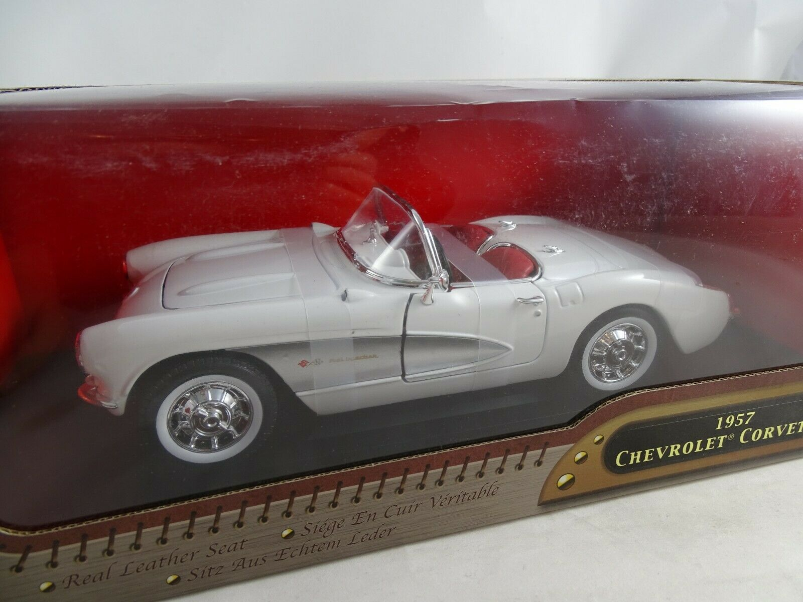1 18 Vägsignatur Chevrolet Corvette mit echtem Leder RAR {65533;65533;