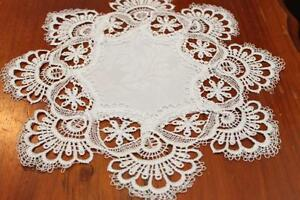 Elegantly-embroidered-top-quality-lace-doilies-placemats-for-table-Whilte-colour