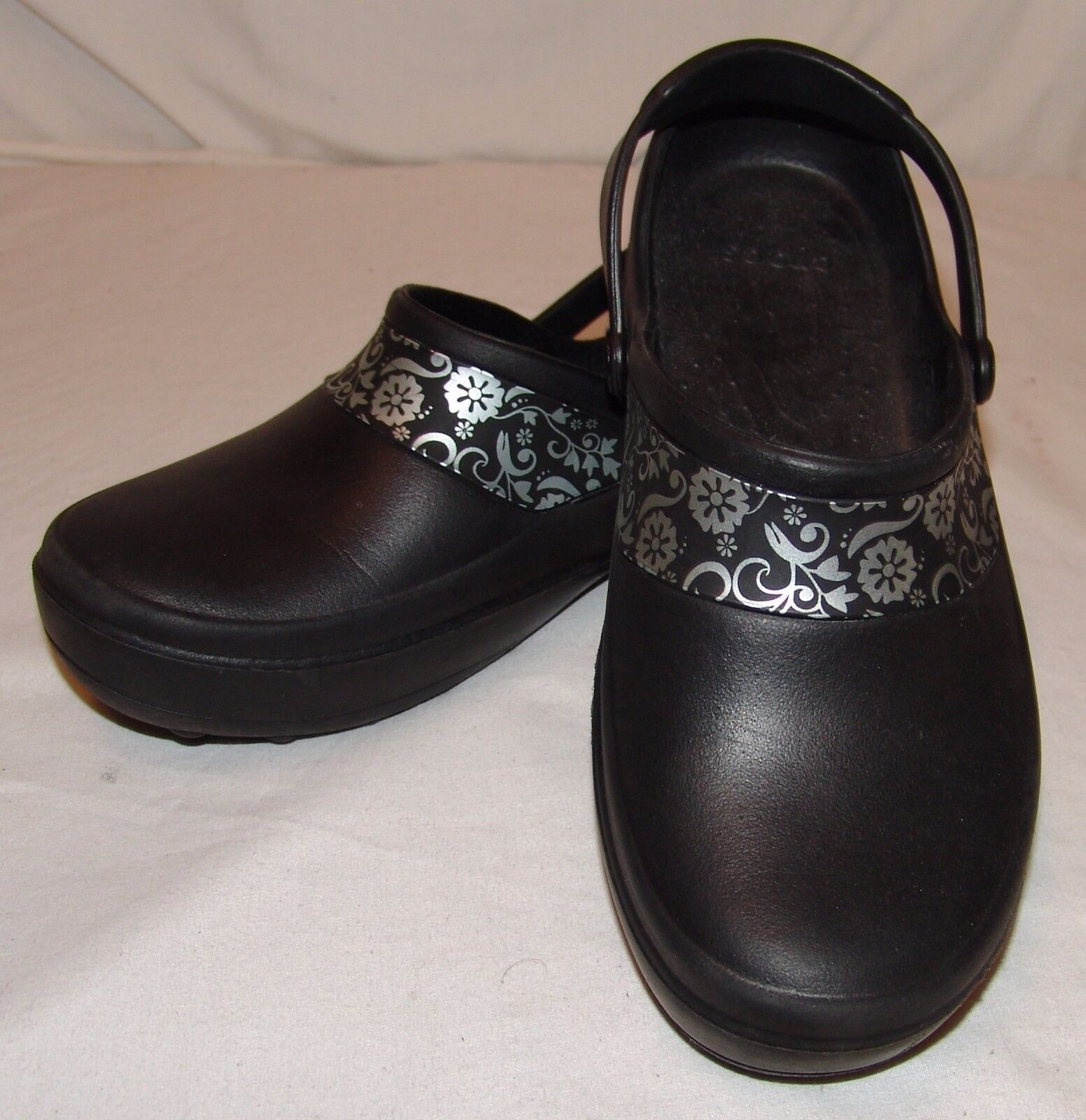 Crocs Womens 6 shoes Black Silver Floral Print Clogs Slingbacks