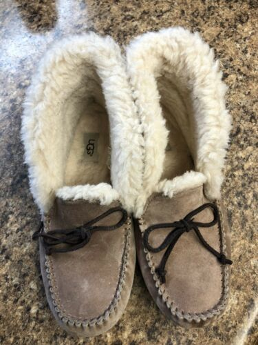womens ugg slippers size 10