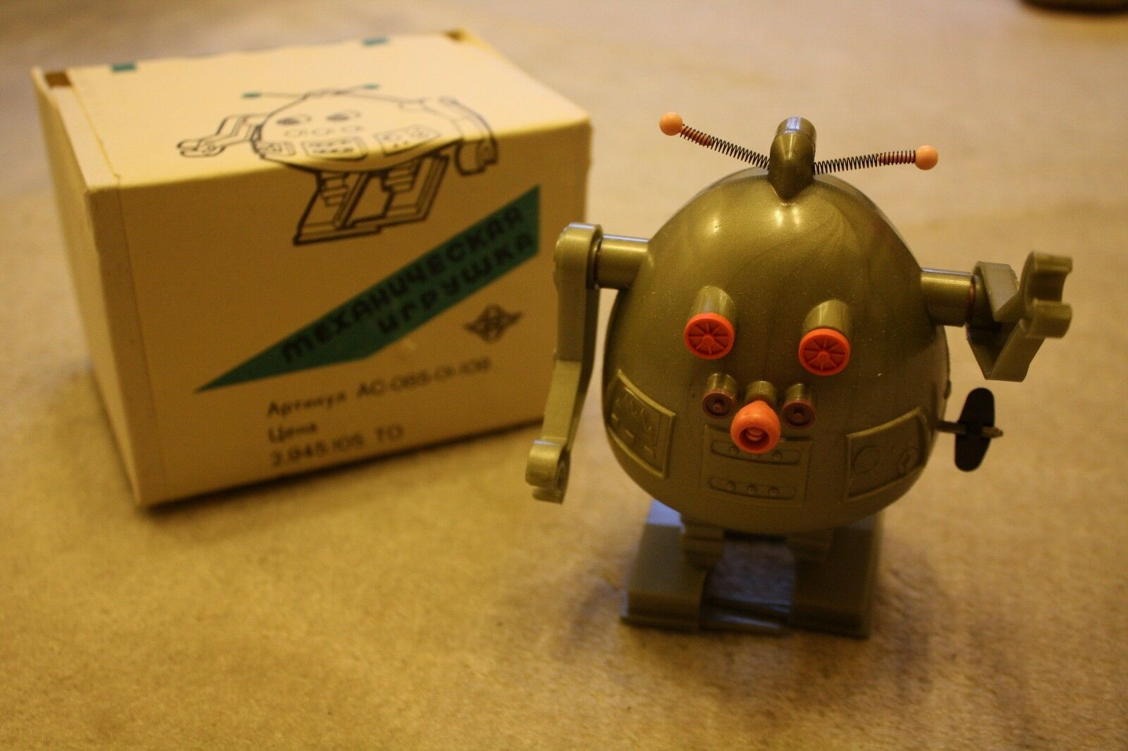 Super rare NEW in Box - Russian Soviet Ussr Space Toy Pogot EGG ROBOT - GREEN