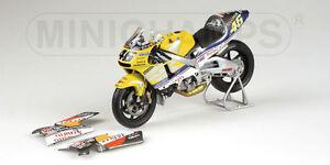 Minichamps-122-016146-honda-nsr-500-gp-moto-nastro-azzurro-rossi-2001-1-12th