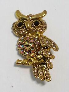 VINTAGE-RHINESTONE-OWL-PIN-Antiqued-Gold-Tone-AURORA-BOREALIS-Branch-Brooch