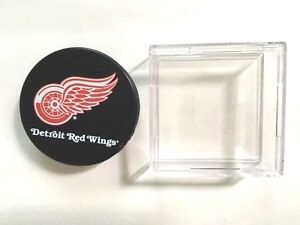 Sherwood-Detroit-Red-Wings-Fan-Hockey-Puck-and-Display-Case-NHL