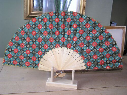 Grand Eventail en BATIK Java  NEUF  53 cm x 29 cm Folding fan XL