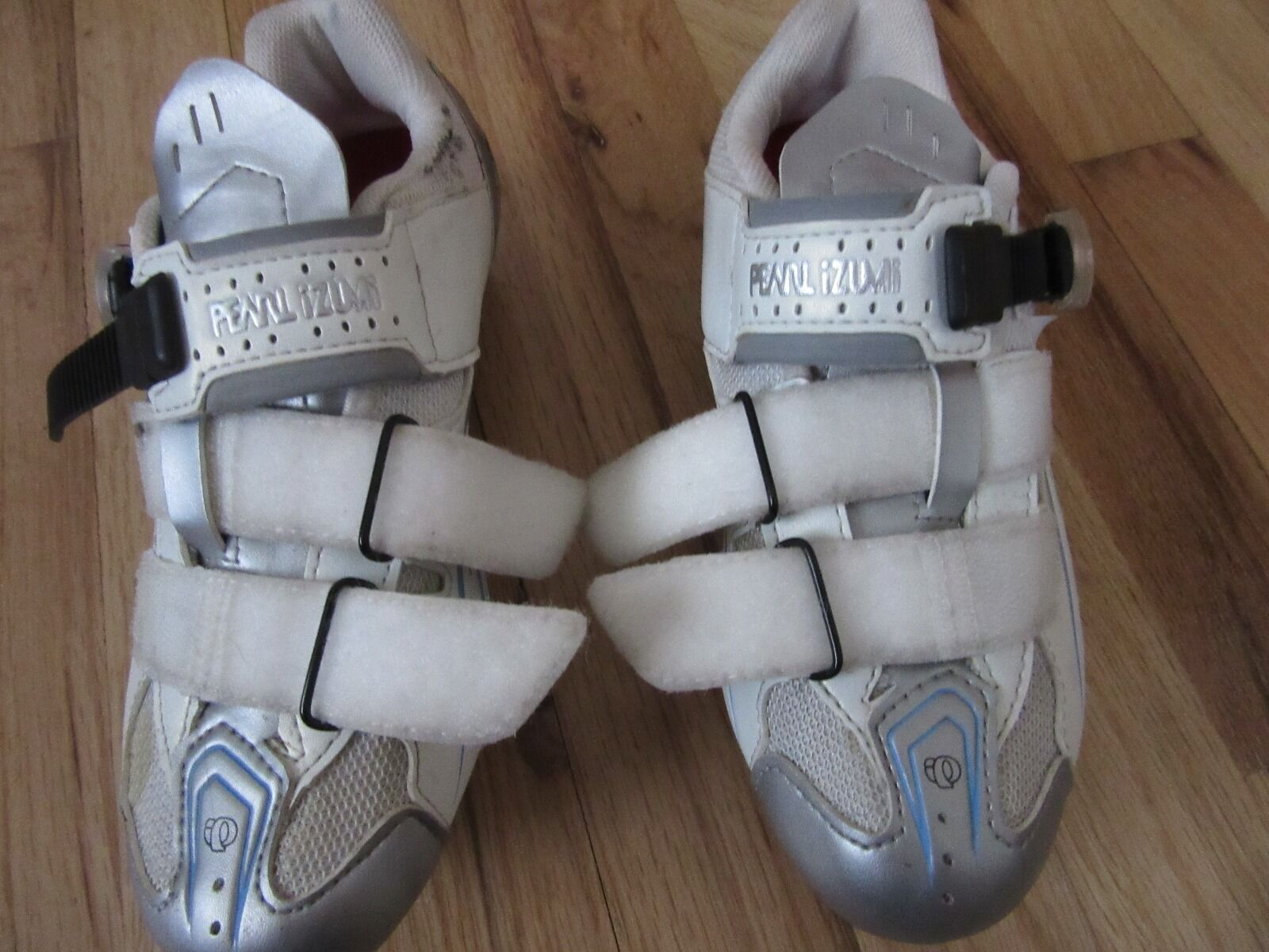 Women's Pearl Izumi clip bicycle shoe size 37 ( about a size 5.5 )