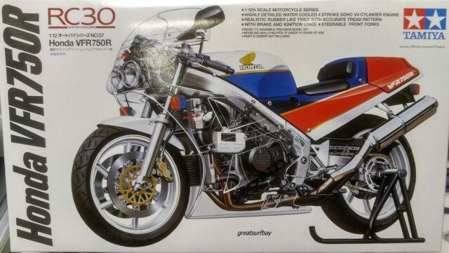 14057 1/12 Tamiya Motorcycle Model Kit Honda VFR750R Retro