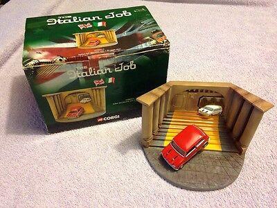 Premuroso Corgi Cc82217 Il Lavoro Italiano Diorama Con Scala 1:36 Mini-boxed-mostra Il Titolo Originale
