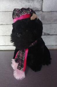 Peluche-chien-noir-hyper-doux-bonnet-echarpe-ecossaise-posh-paws-25-cm