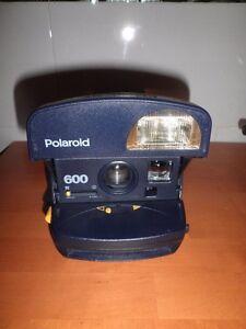 de4c78ee36 La imagen se está cargando CAMARA-INSTANTANEA-FOTOGRAFIA-VINTAGE-POLAROID- 600-SIN-ASA-