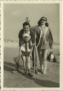 photo ancienne vintage snapshot plage famille p che gag lunettes dr le beach ebay. Black Bedroom Furniture Sets. Home Design Ideas