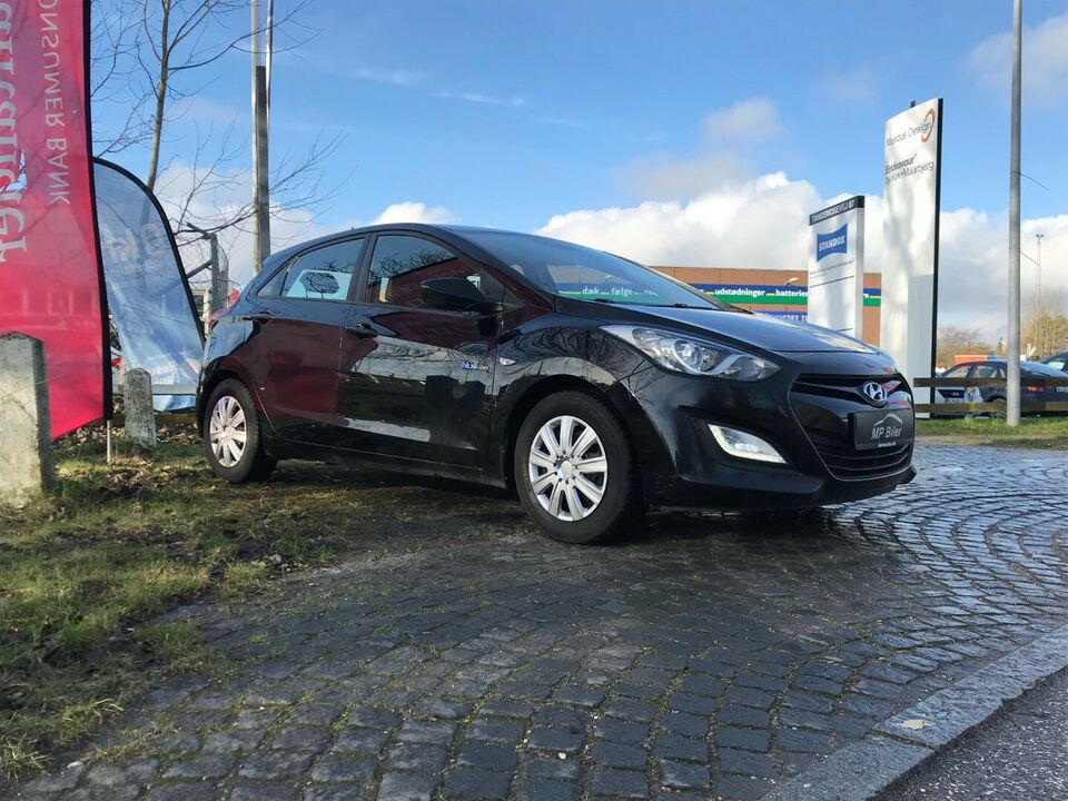 Hyundai i30 1,4 CVVT Comfort Benzin modelår 2012 km 140000