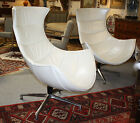 """Fauteuils Coque (la paire) en cuir blanc nacré """"style Année 1970"""""""