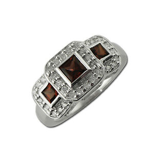 Red-Garnet-amp-Diamond-Round-amp-Princess-Cut-Side-Gallery-Ring-0-60-ct-tw-14K-Gold