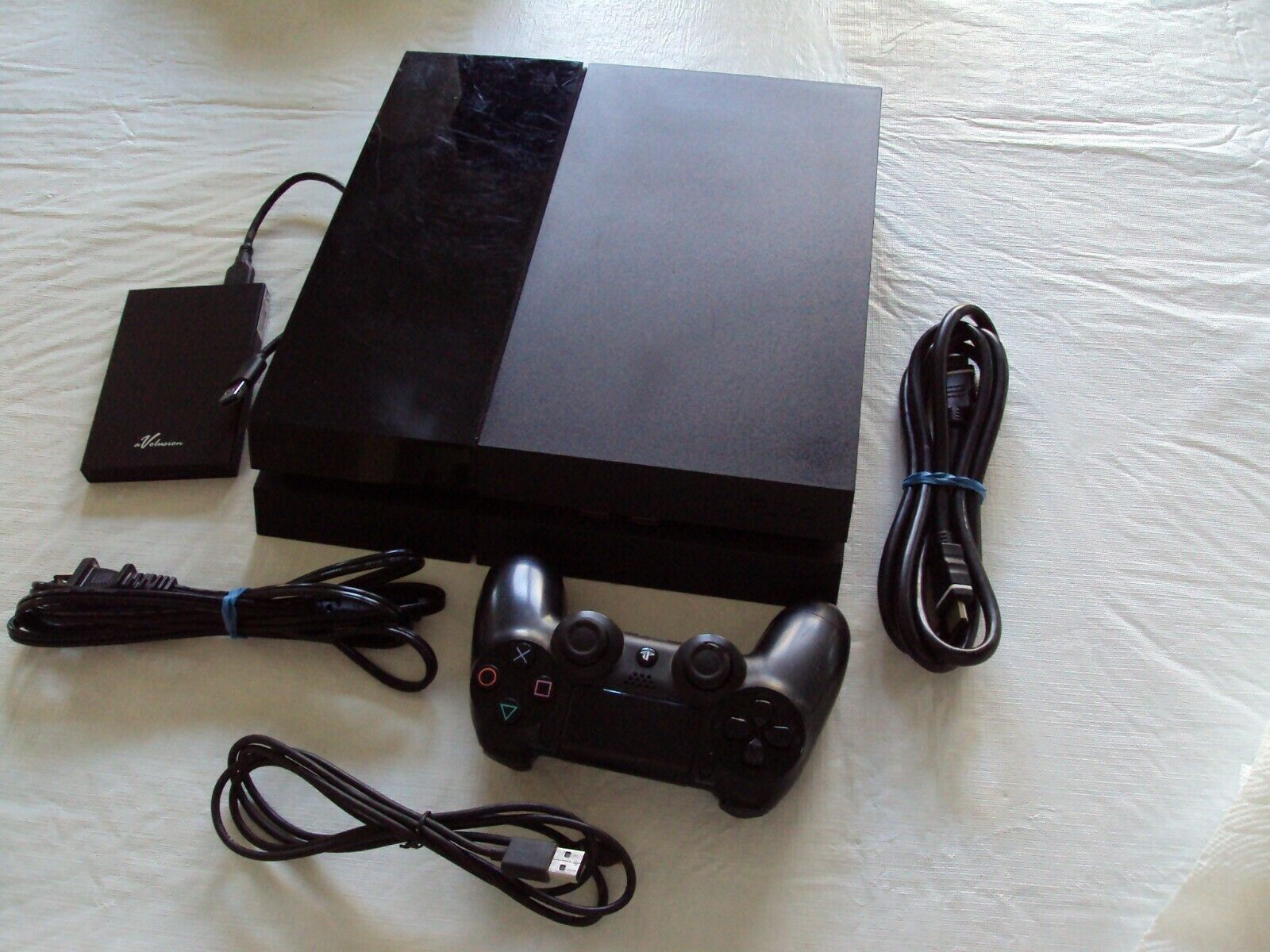 Sony PS4 PlayStation 4 500GB 640 External HD, 3 PS4 Games Dual Shock4 Controller