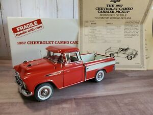 Danbury-Mint-1957-Chevy-Cameo-Carrier-Pickup-Truck-1-24-Scale-Diecast-Model-Red