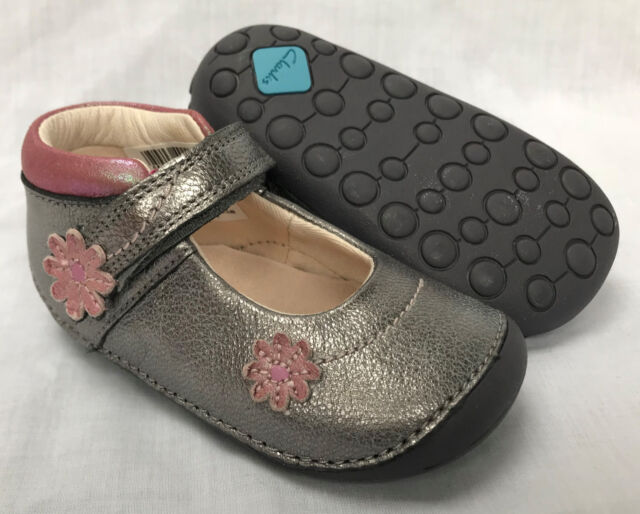 c3c241b432f BNIB Clarks Girl Little Fizzi Metallic Leather Cruising First Shoes E F G
