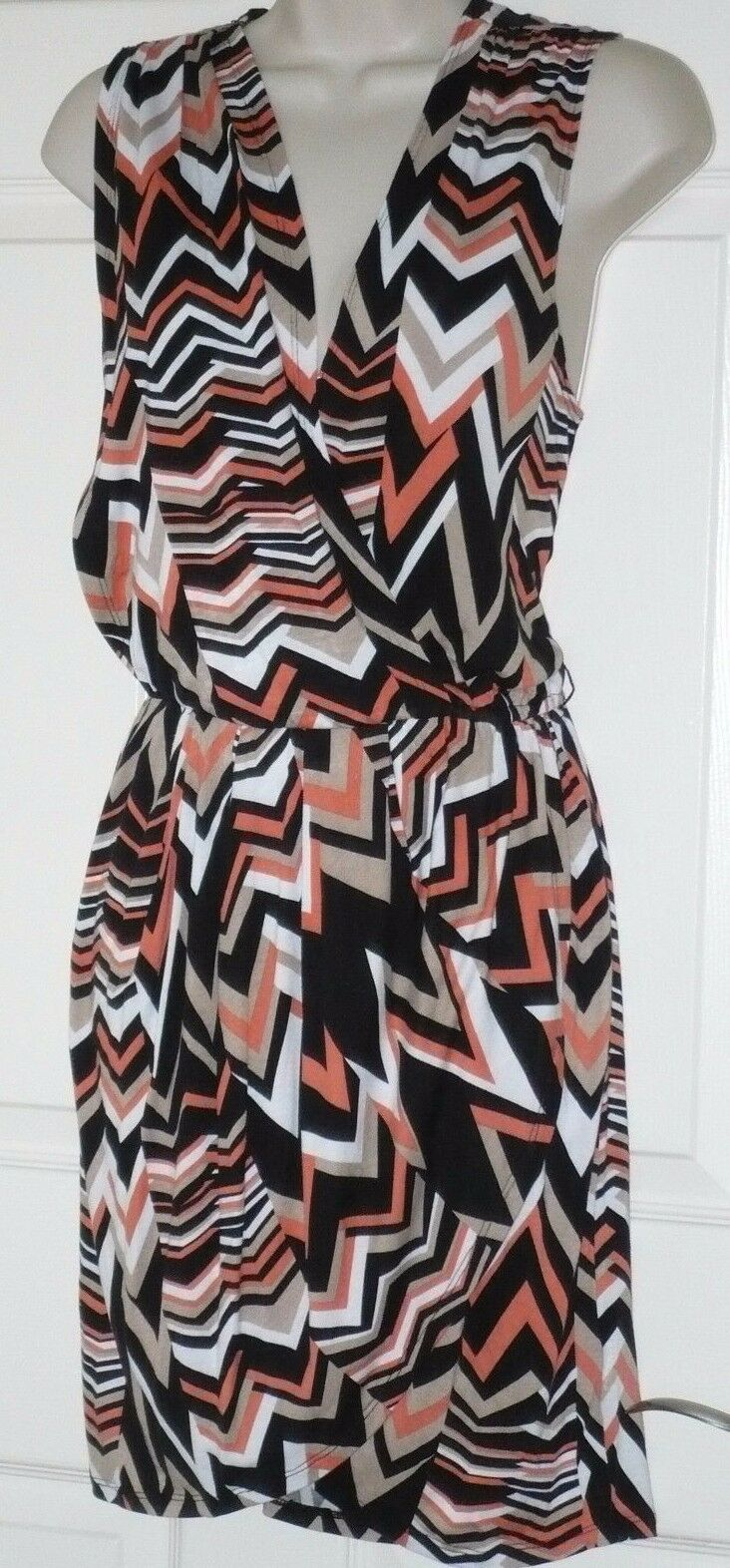 BEBE Zanzibar Queen Ziggy Surplice Printed dress, XS, new with tags, great buy