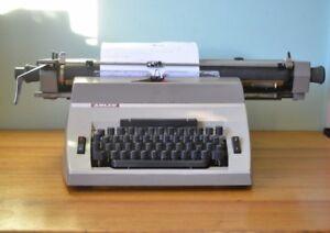 Vintage-Portable-Typewriter-Adler-Universal-390-Industrial-West-Germany