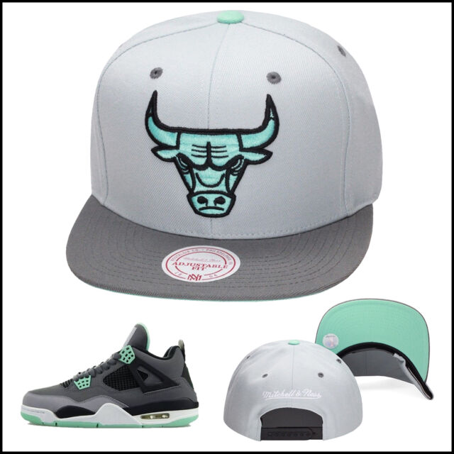Mitchell   Ness Chicago Bulls Snapback Hat For Jordan 4 6 GREEN GLOW cement  GREY 0e310c65a900