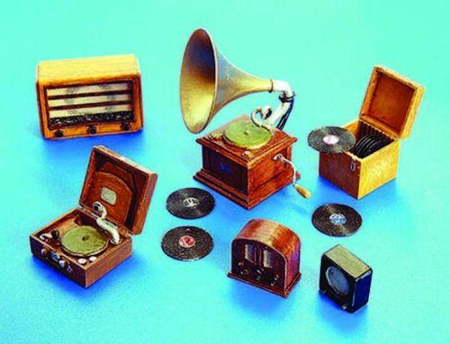 Plus Model 266-1:35 Resin Bausatz Gramophone und Radios