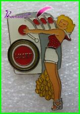 "Pin's Pins badges Pin'up Lucky stike les cigarettes "" la machine à sous ""  #1030"